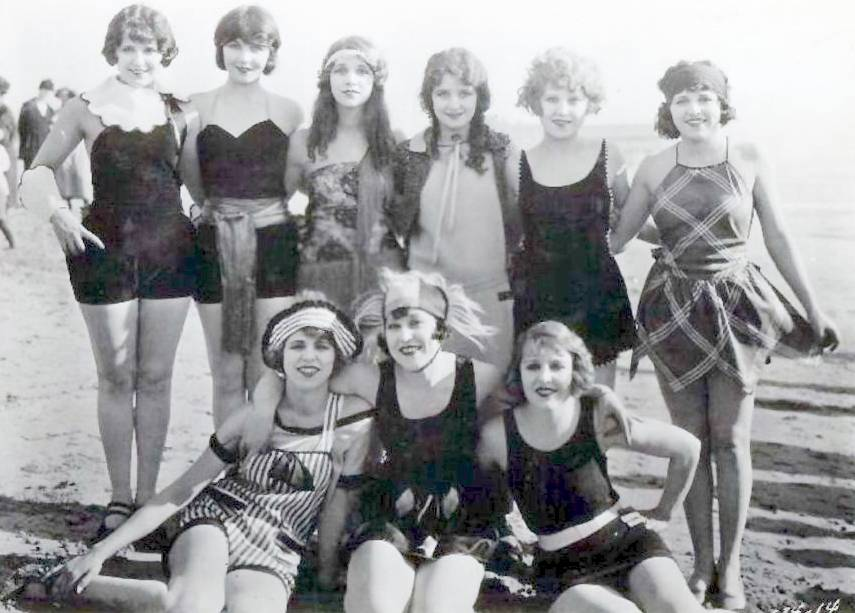 ... MODELS IN BATHING SUITS TOGETHER ON BEACH LIKE CLASS PICTURE – 1920s