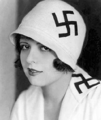 photo-movie-star-clara-bow-bizarre-outfit-remember-this-pre-dates-the-naxis