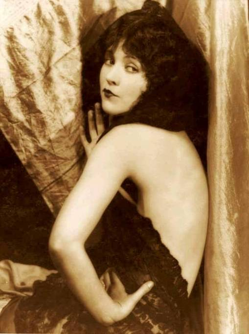 photo-movie-star-marie-prevost-sitting-bare-back-in-curtains-face-three-quarters-with-hand-on-hip-1920s