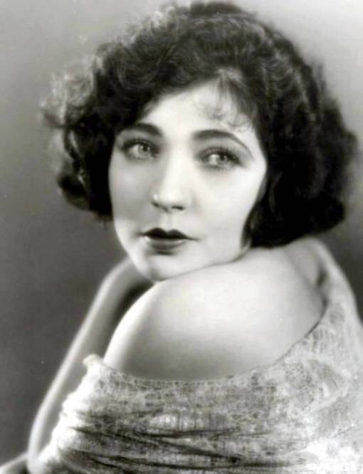 photo-movie-star-renee-adoree-looking-over-shoulder-1920s