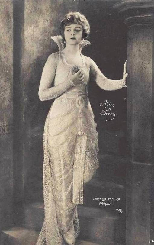 ARCADE CARD - CHICAGO FILM COMPANY - MOVIE STAR - ALICE TERRY - WEARING LONG ELABORATE GOWN ON STAIRWAY