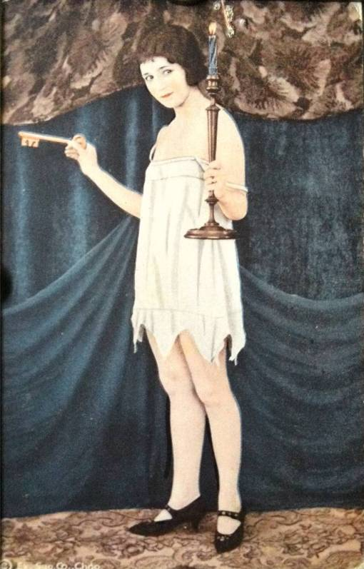 AA ARCADE CARD - EXHIBIT SUPPLY COMPANY - PIN-UP - WOMAN WITH BOBBED HAIR STANDING IN NIGHTIE AND KEY AND CANDLE - TINTED SERIES - 1920s
